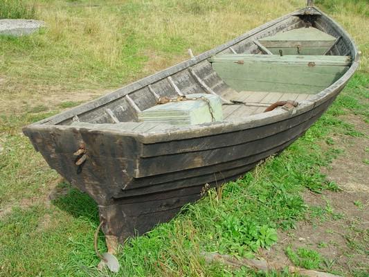 назад лодка